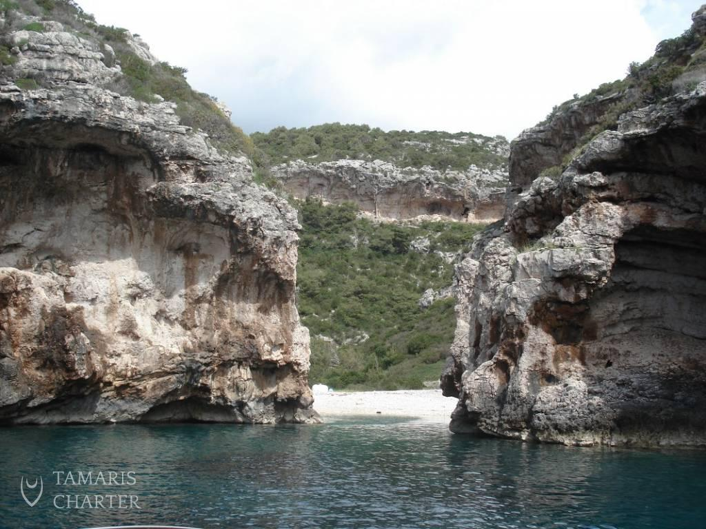 Boat Excursion Vis Amp The Blue Cave Our Way Tamaris Charter