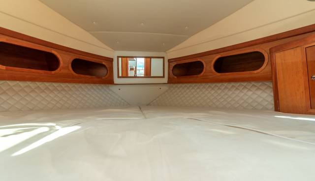 Damor-Fjera-980-motor-yacht-for-rent-in-Trogir-Split-2.jpg