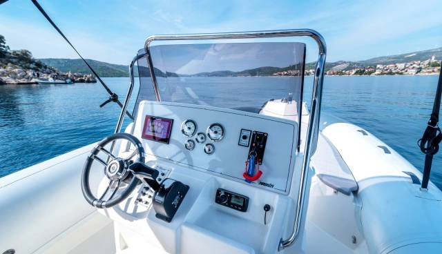 Marlin-790-boat-for-rent-Trogir.jpg