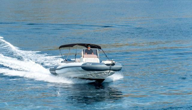 Marlin-790-speedboat-for-rent-in-Trogir.jpg