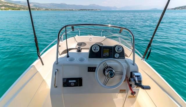Quicksilver-505-Open-boat-rent-Split-Trogir-Tamaris-Charter-5.jpg