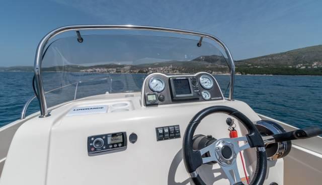 Quicksilver-555-boat-for-rent-in-Split-Trogir-Tamaris-Charter-10.jpg