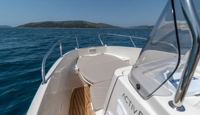 Quicksilver-555-boat-for-rent-in-Split-Trogir-Tamaris-Charter-11.jpg