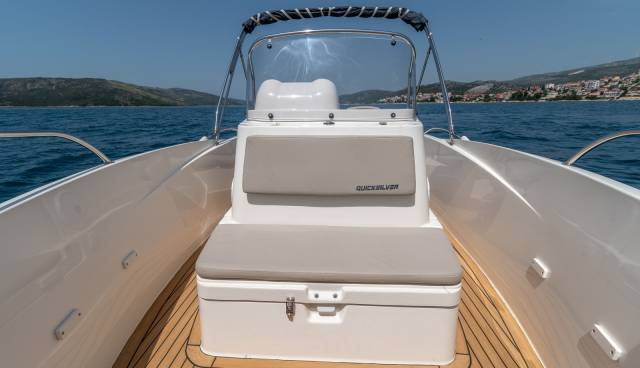 Quicksilver-555-boat-for-rent-in-Split-Trogir-Tamaris-Charter-12.jpg