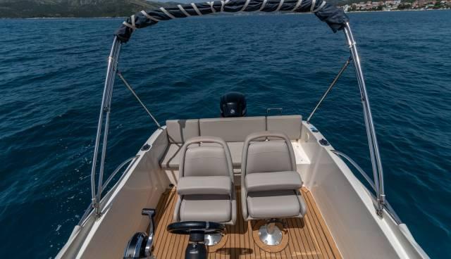 Quicksilver-555-boat-for-rent-in-Split-Trogir-Tamaris-Charter-13.jpg