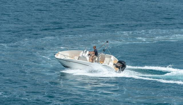Quicksilver-555-boat-for-rent-in-Split-Trogir-Tamaris-Charter-14.jpg