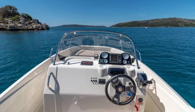 Quicksilver-605-Activ-Open-boat-rent-Split-Trogir-Tamaris-Charter4.jpg
