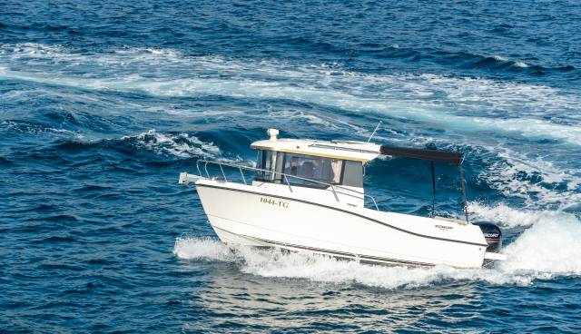 Quicksilver-605-Pilothouse-boat-rent-Split-Trogir-Tamaris-Charter-1.jpg