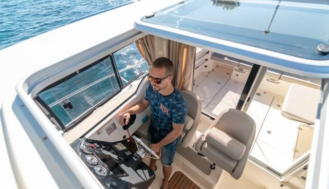 Quicksilver-605-Pilothouse-boat-rent-Split-Trogir-Tamaris-Charter-3.jpg