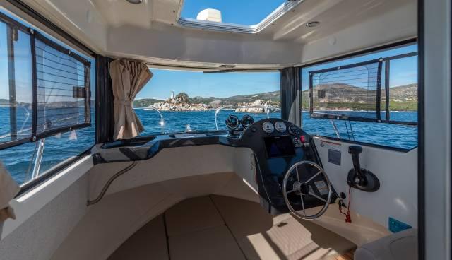 Quicksilver-605-Pilothouse-boat-rent-Split-Trogir-Tamaris-Charter-6.jpg