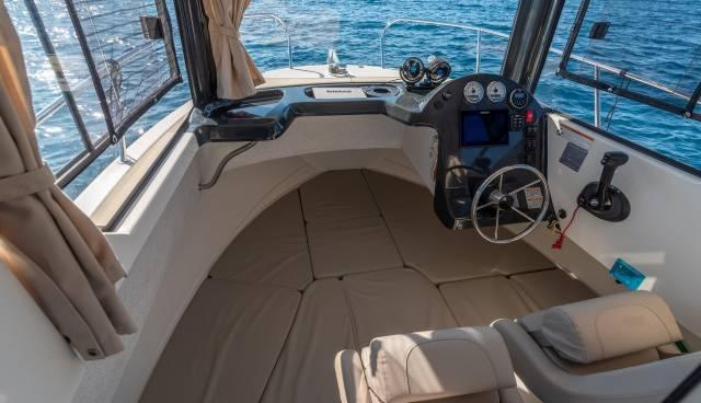 Quicksilver-605-Pilothouse-boat-rent-Split-Trogir-Tamaris-Charter-8.jpg