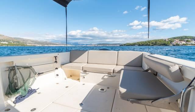 Quicksilver-605-Pilothouse-boat-rent-Split-Trogir-Tamaris-Charter-9.jpg