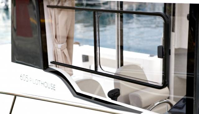 Quicksilver-605-Pilothouse-boat-rent-in-Split-Trogir-Tamaris-Charter-11.jpg