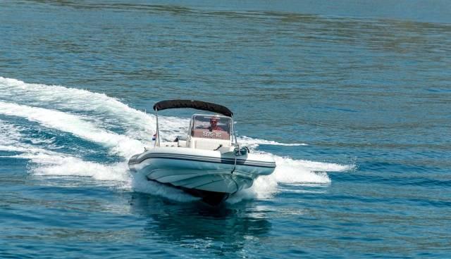 Rent-a-boat-in-Trogir-Marlin-790-Tamaris-Charter-3.jpg