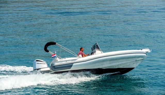 Rent-a-boat-in-Trogir-Marlin-790-Tamaris-Charter-4.jpg