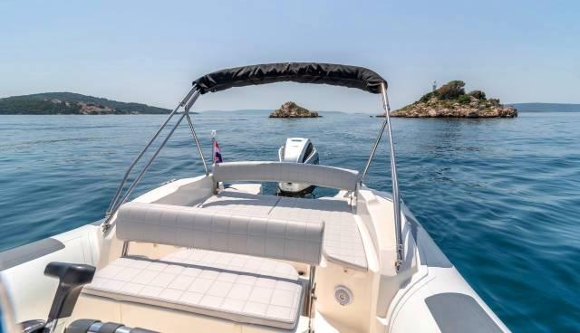 Rent-a-boat-in-Trogir-Marlin-790-Tamaris-Charter-7.jpg