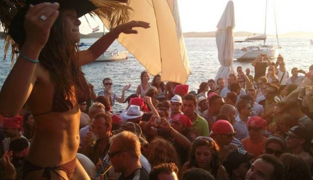 Party-tour-Hvar-7.jpg