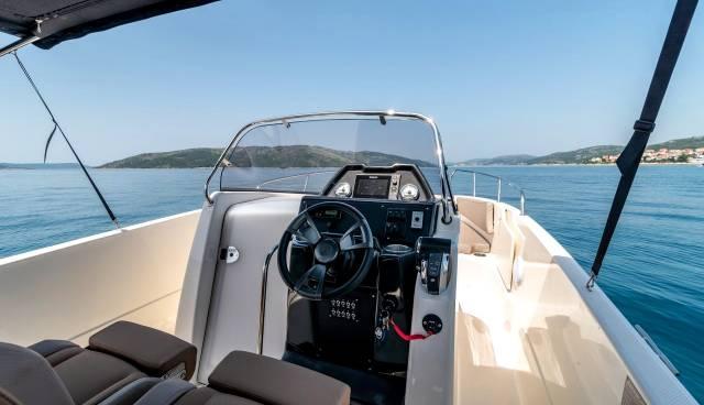 Boat-rent-Split-Trogir-Quicksilver-755-Tamaris-Charter-7.jpg